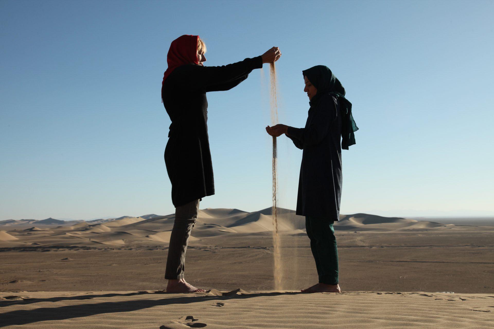 Gift-TaraGoudarzi-KarinvanderMolen-collaboration-Shahrnaz Zarkesh-Khara-desert-2016