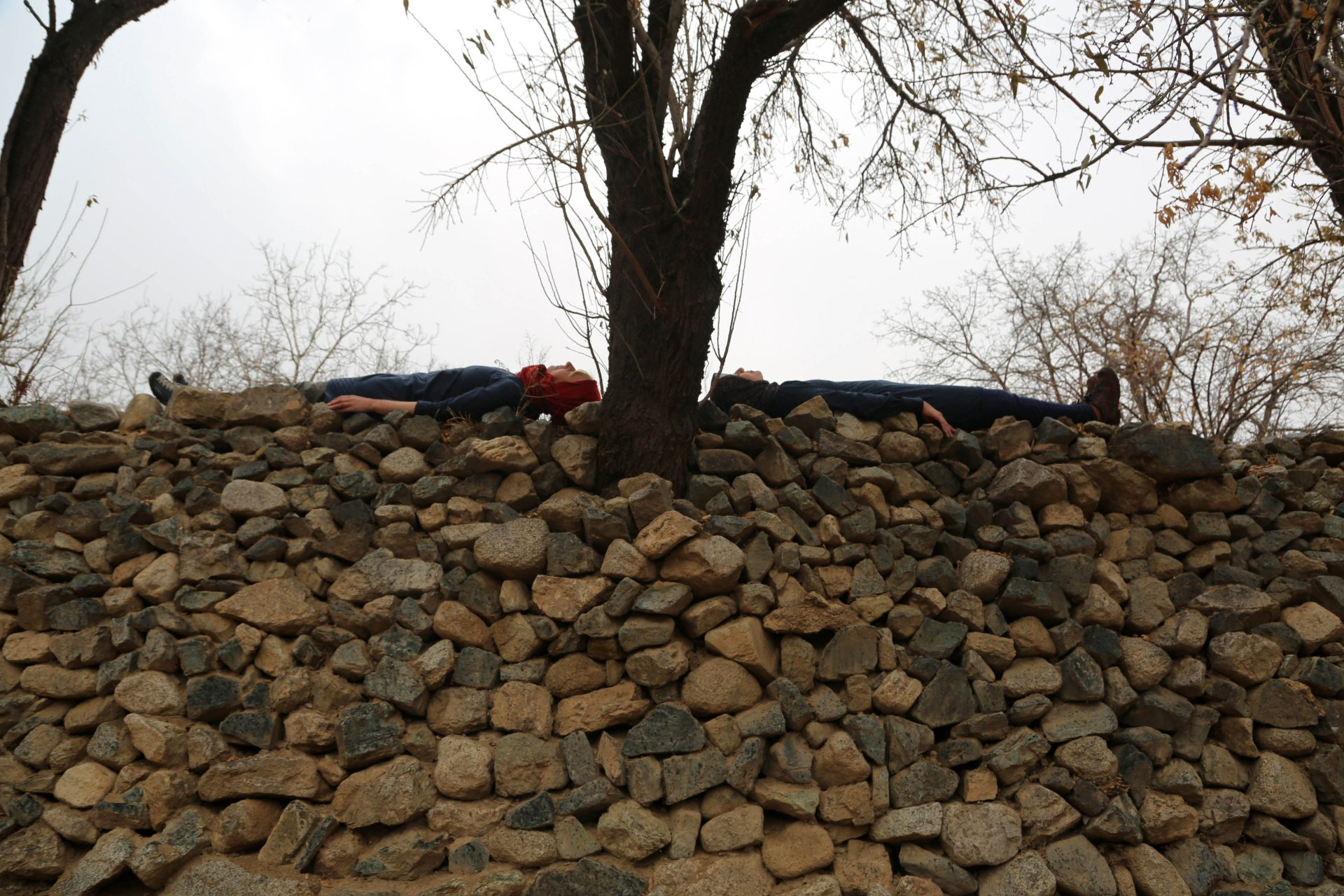 Lying on stone-TaraGoudarzi-KarinvanderMolen-collaboration-AliFarahfardeh_1